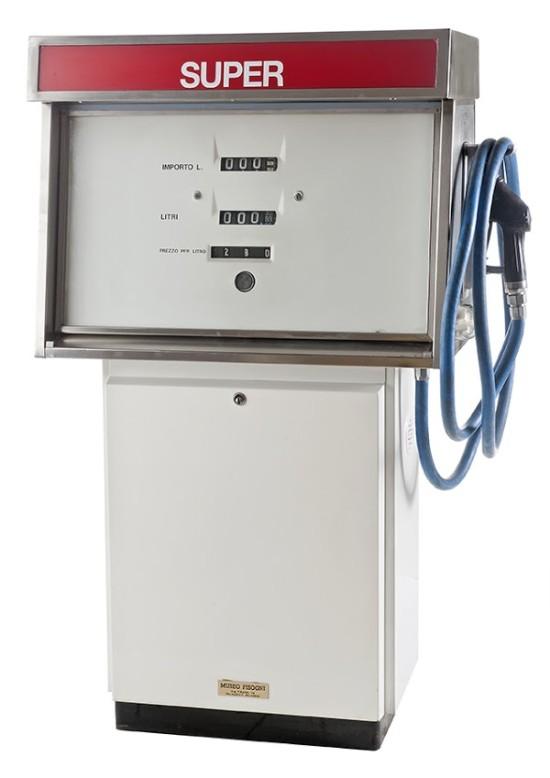 129-gamaglov-gas-pump-esso-19621