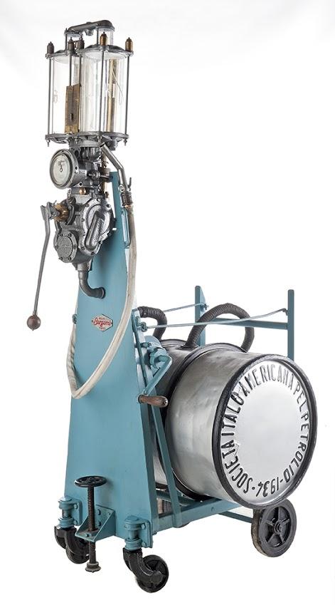 18-bergomi-gas-pump-on-trolley-can-1938-agip-italia1
