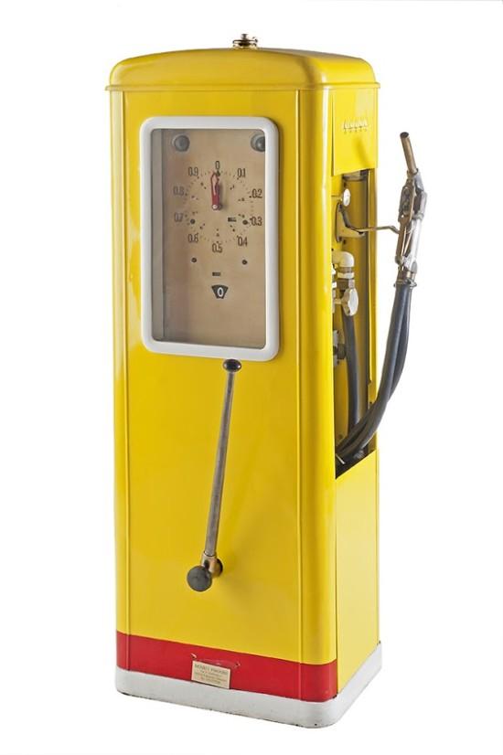 35-bergomi-vintage-petrol-pump-19401