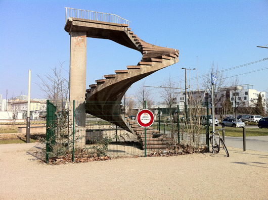 the-heaven-stairway-thomasson-hyperart-stairs-to-nowhere-france-untapped-cities