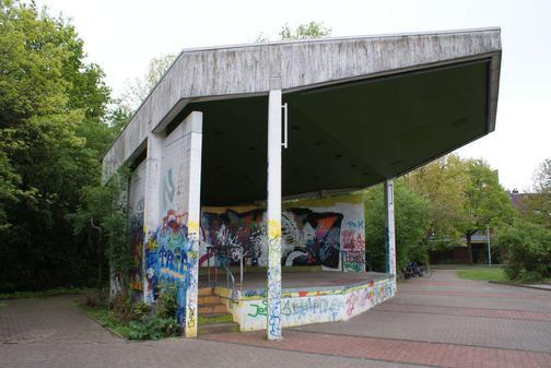 Abrissbagger-statt-Bands-im-Musikpavillon_pdaArticleWide