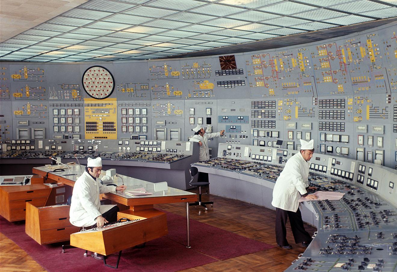 Армения. Пульт управления Мецаморской атомной электростанцией. Фото Мартина Шахбазяна /Фотохроника ТАСС/
